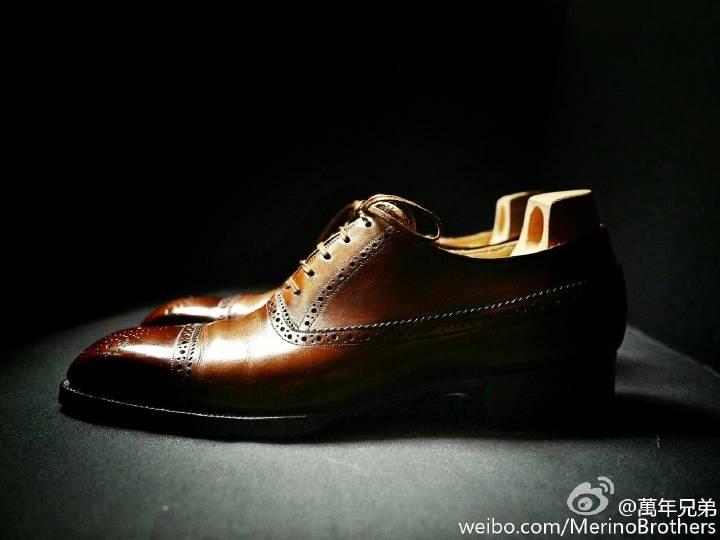 从侧面欣赏鞋的的形态