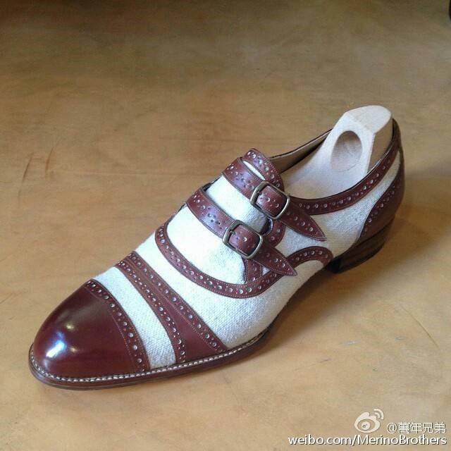 以Gladiator为蓝本的双扣孟克鞋,采用了亚麻拼小牛皮的组合