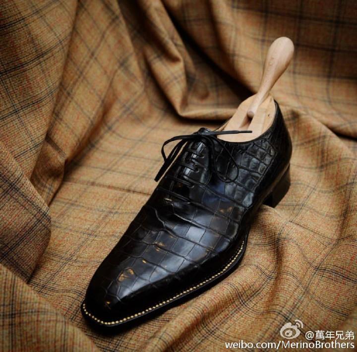鳄鱼皮Wholecut牛津鞋